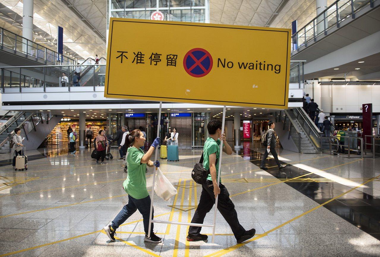 對於恐怖主義,香港有自己一套法例,而香港大部分的示威者都是和平有序,極端暴力示威...