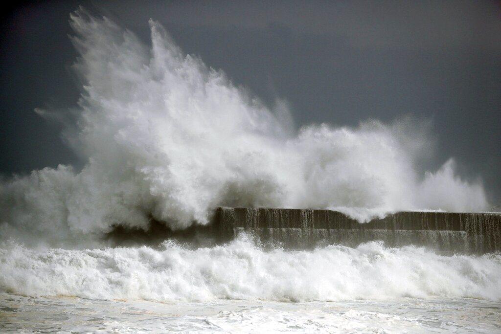 柯羅莎帶來的雨量從西日本到東日本地方的沿太平洋側地區,可能出現總雨量逾1200毫...