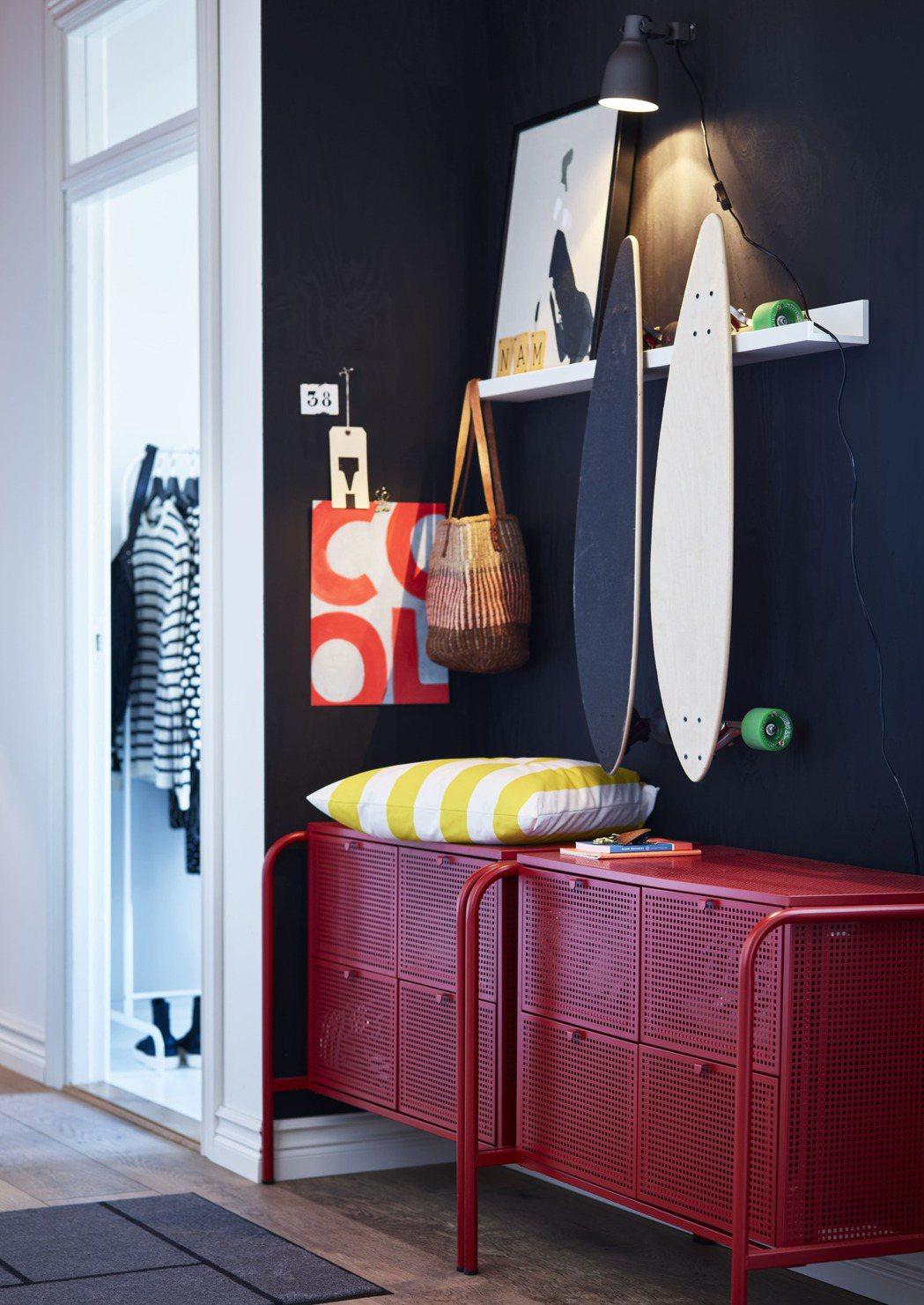 IKEA今年推出多款用色鮮明的單品,強調「夠大膽、才精彩」的色彩美學!新品NIK...