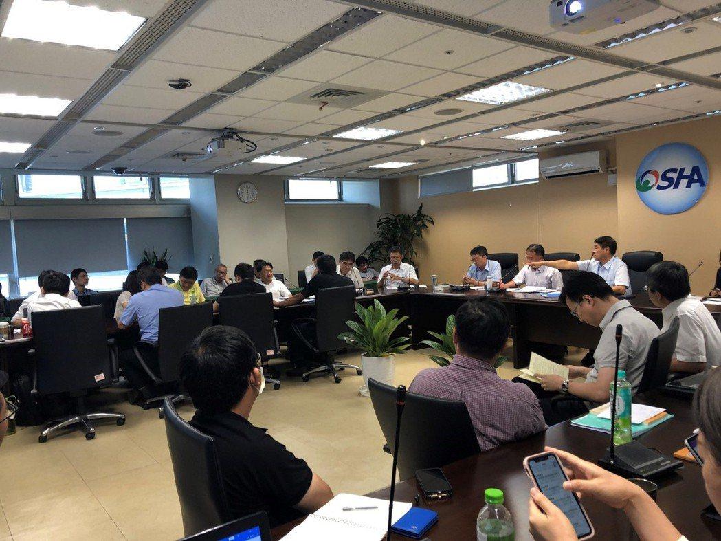智動協會會員代表參加7月31日舉行的指定工業用機器人列入源頭管理作業協調會。 智...