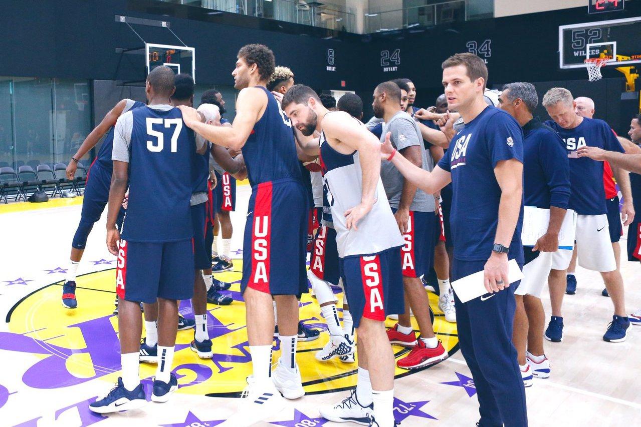 美國隊訓練賽慘輸發展聯盟組成的靶子隊,讓外界質疑聲浪起。 截圖自NBA官方推特