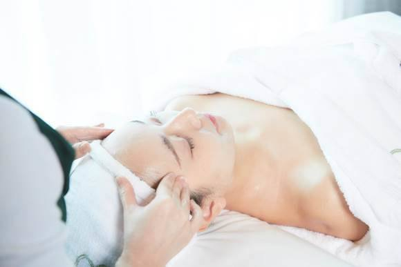 「NB-1細緻毛孔臉部90分鐘課程+超效保濕水光精華液組合」東森價$3,380,...