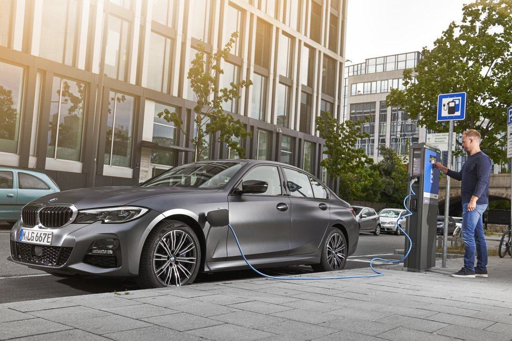 新世代BMW 330e Plug-in Hybrid正式發表。 摘自BMW