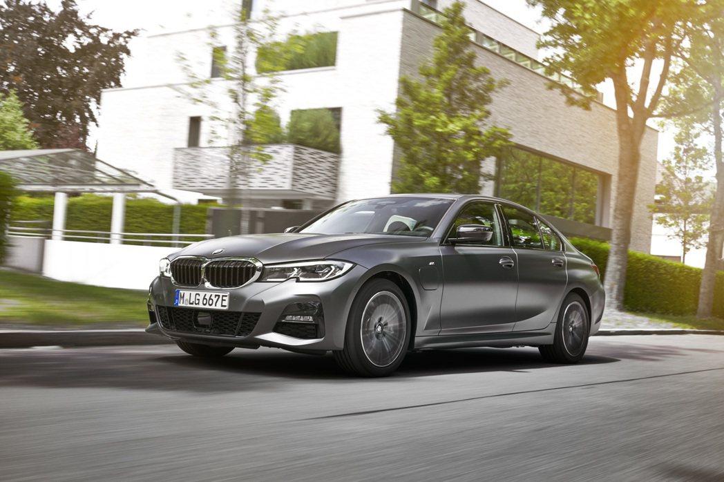 新世代BMW 330e Plug-in Hybrid將於11月上市。 摘自BMW