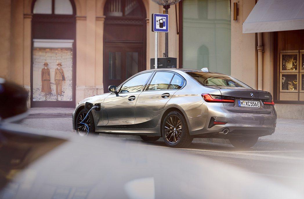 新世代BMW 330e Plug-in Hybrid搭載最大馬力184hp184...
