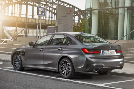 續航力大提升、XtraBoost加持 BMW 330e Sedan正式發表!