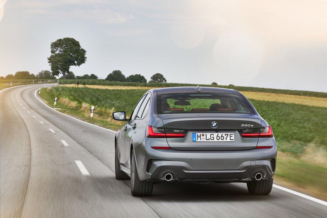 新世代BMW 330e Plug-in Hybrid的零百加速僅需5.9秒就能完...