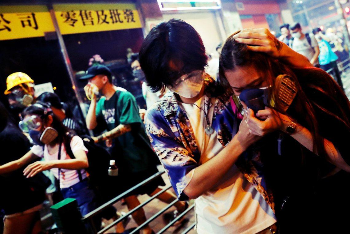 中國方面許多發言都指控香港示威「全都是美國介入煽動的暴力結果」。因此川普此時的增...