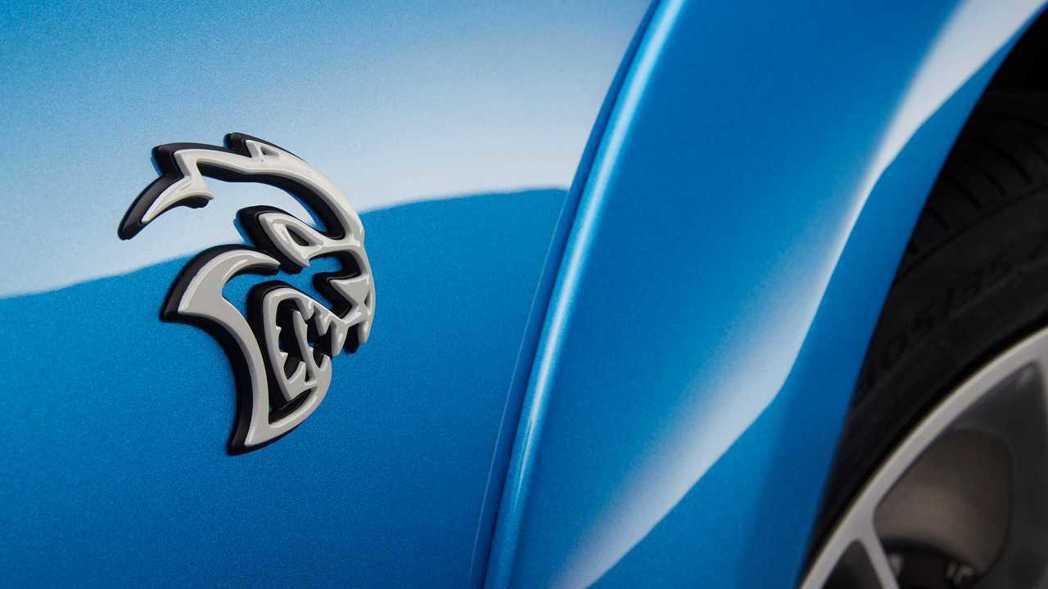 Dodge性能車款SRT Hellcat地獄貓的銘牌。 摘自Dodge