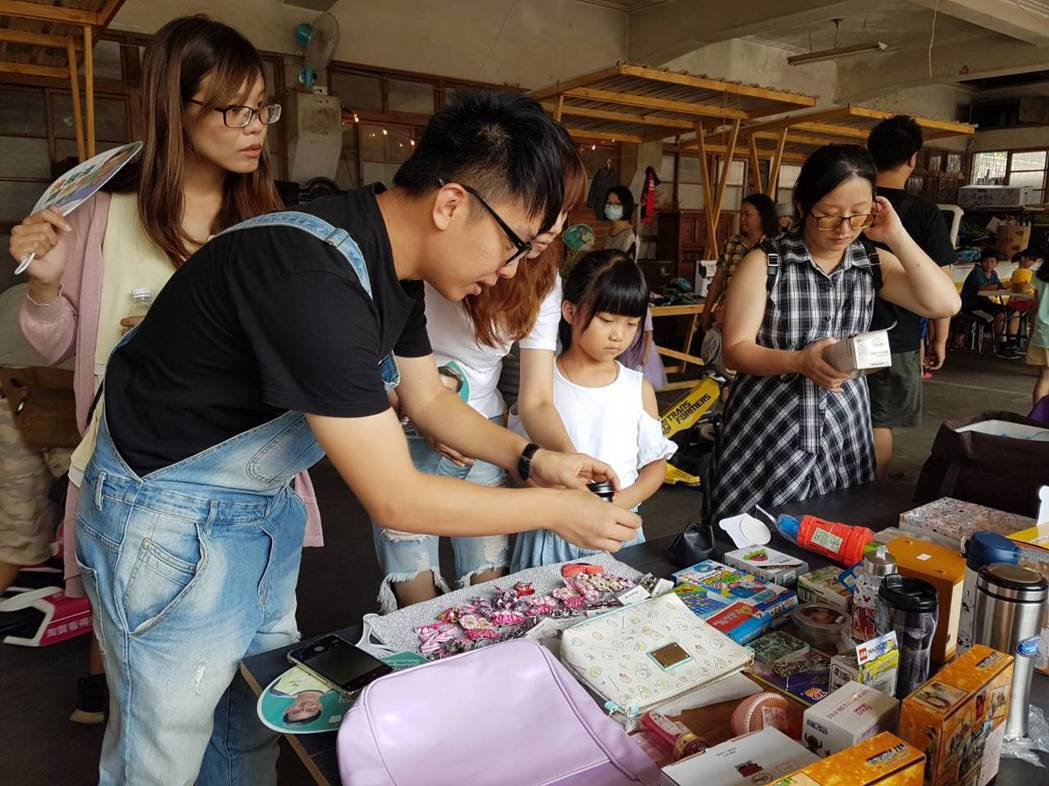 「小老闆市集」於8月24、25日舉行,小朋友自己當老闆,販售自己的二手玩具。