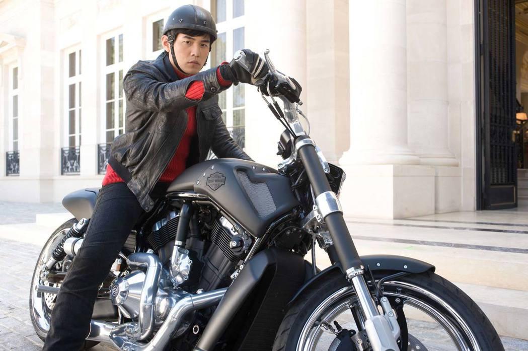 在電影青蜂俠(Green Hornet)中飾演青蜂俠助理加藤的亞洲天王周杰倫,也...