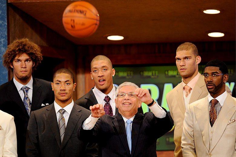 羅斯(左二)、畢斯利(左三)在2008年選秀中貴為狀元和榜眼,但在歷經滄桑之後今...