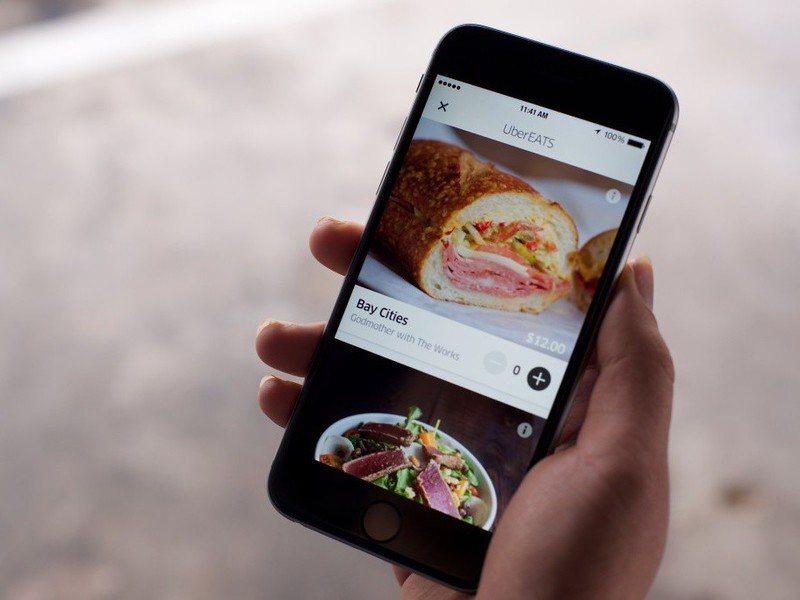 外送App便利兼降低營運成本,對餐飲業跟消費者是雙贏。(photo by Fli...