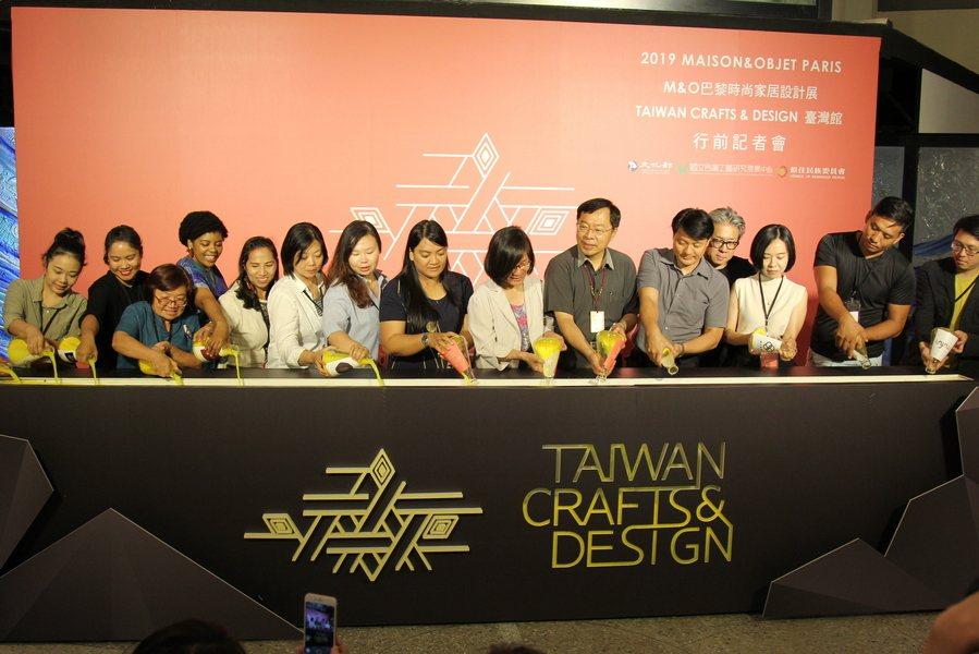 行前記者會幫自己加油,準備前進巴黎設計展榮耀台灣。(photo by祝潤霖/台灣...