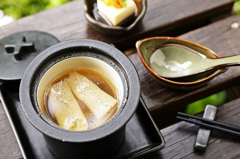 竹笙雞燉雪燕融入所有食材精華。
