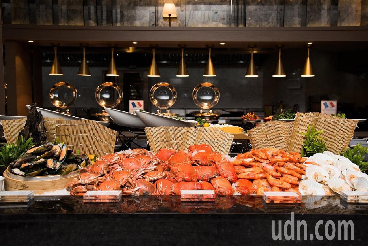 村却國際溫泉酒店明廚百匯自助餐廳,宜蘭人憑證用餐午餐700元、晚餐850元,還更...