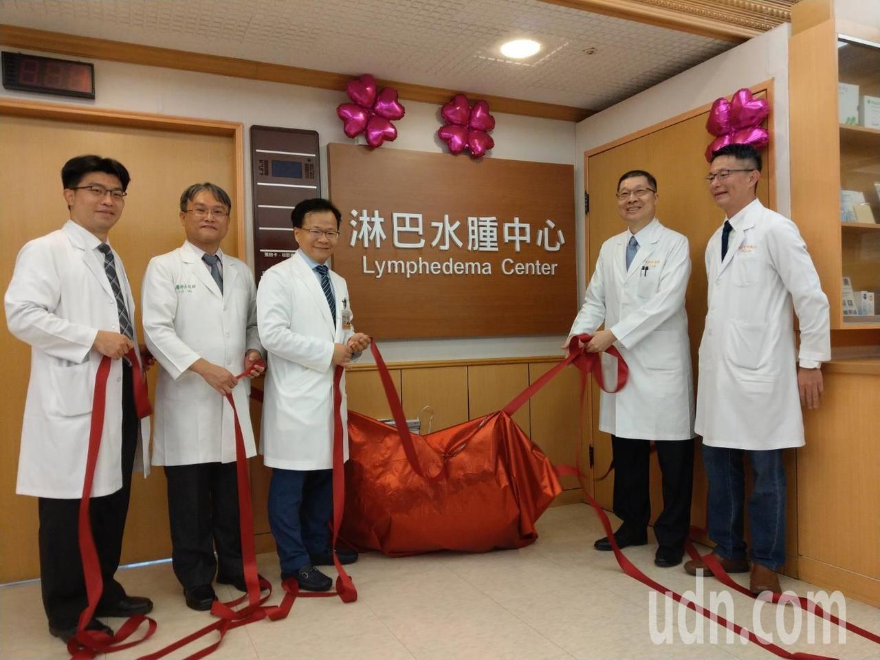 高雄長庚醫院今天慶祝200例手術成功,並宣布成立「淋巴水腫中心」。記者徐白櫻/攝...
