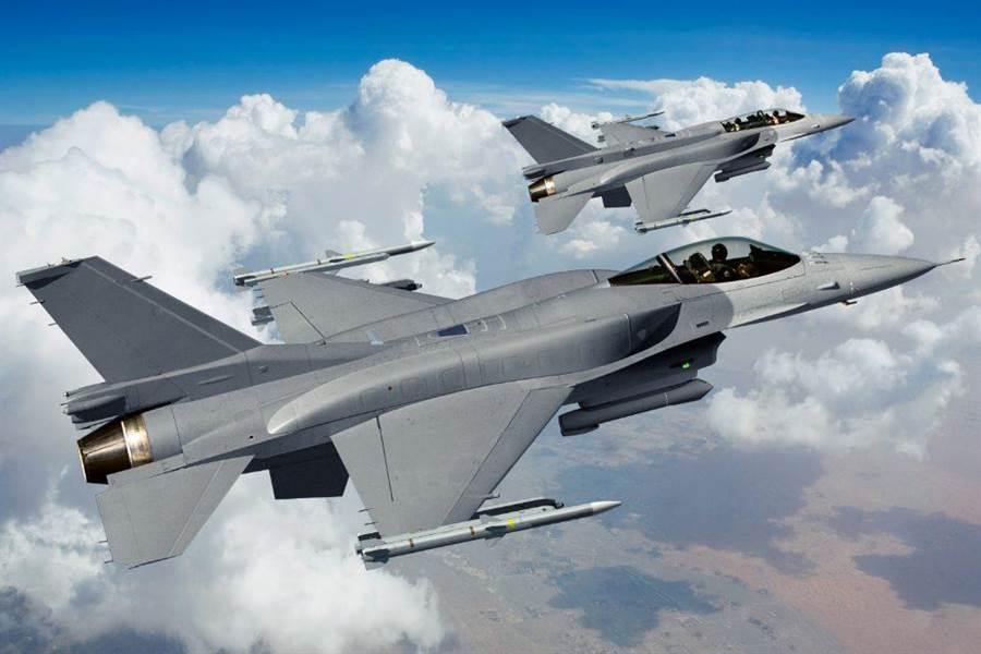 洛克希德馬丁推出的F-16 Block70(F-16V)想像圖,請注意單雙座機的...