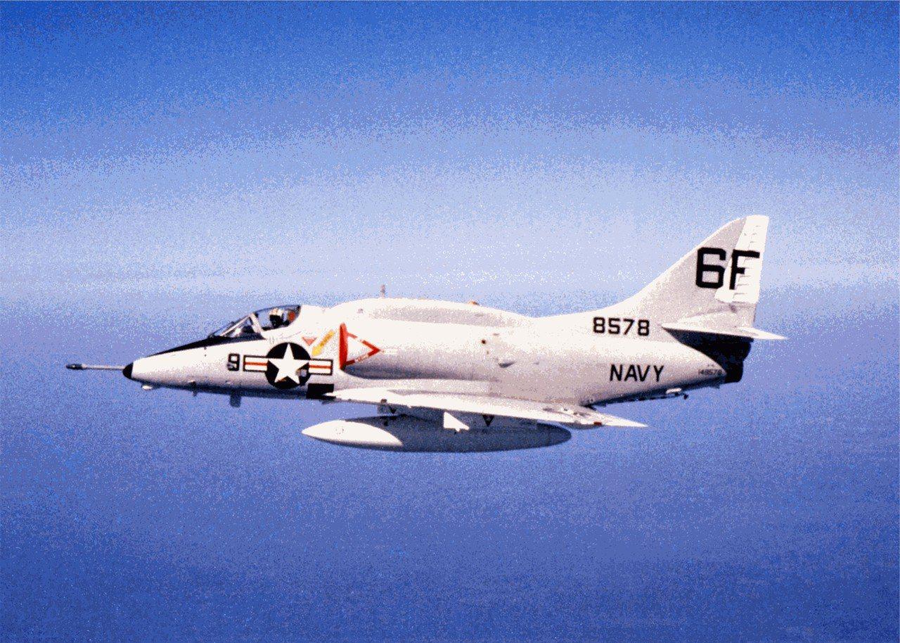 A-4曾是美國海軍攻擊機主力,「駝背」造型更為明顯。圖/維基百科共享資源
