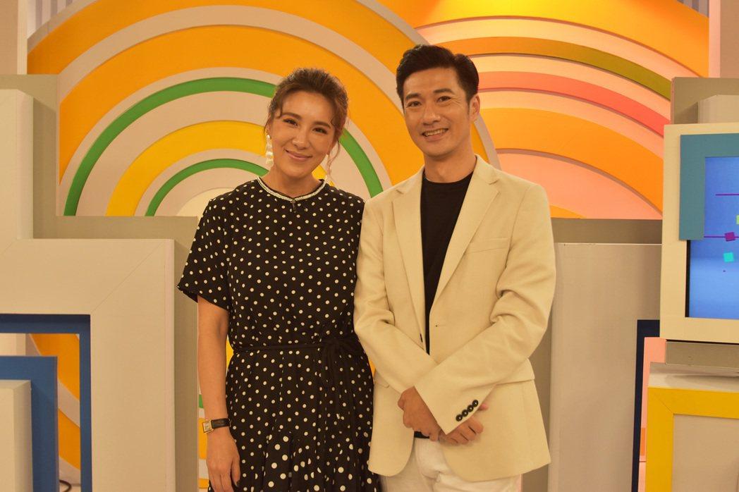 小禎(左)主持緯來「醫次搞定」。圖/緯來提供