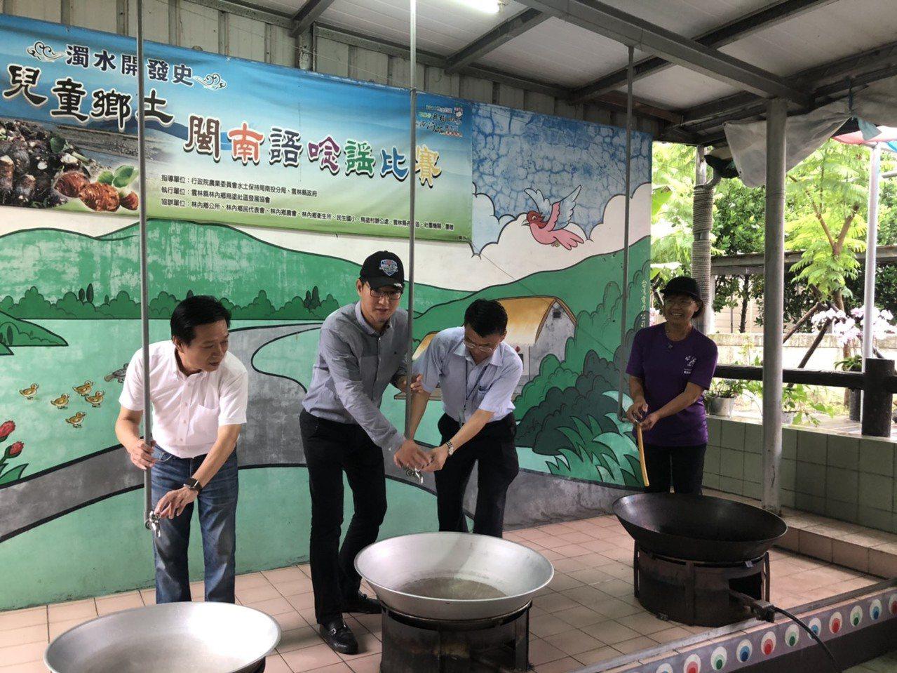 立委劉建國(左二)今天到場會勘已經汰換水管線的區段。圖/劉建國服務處提供