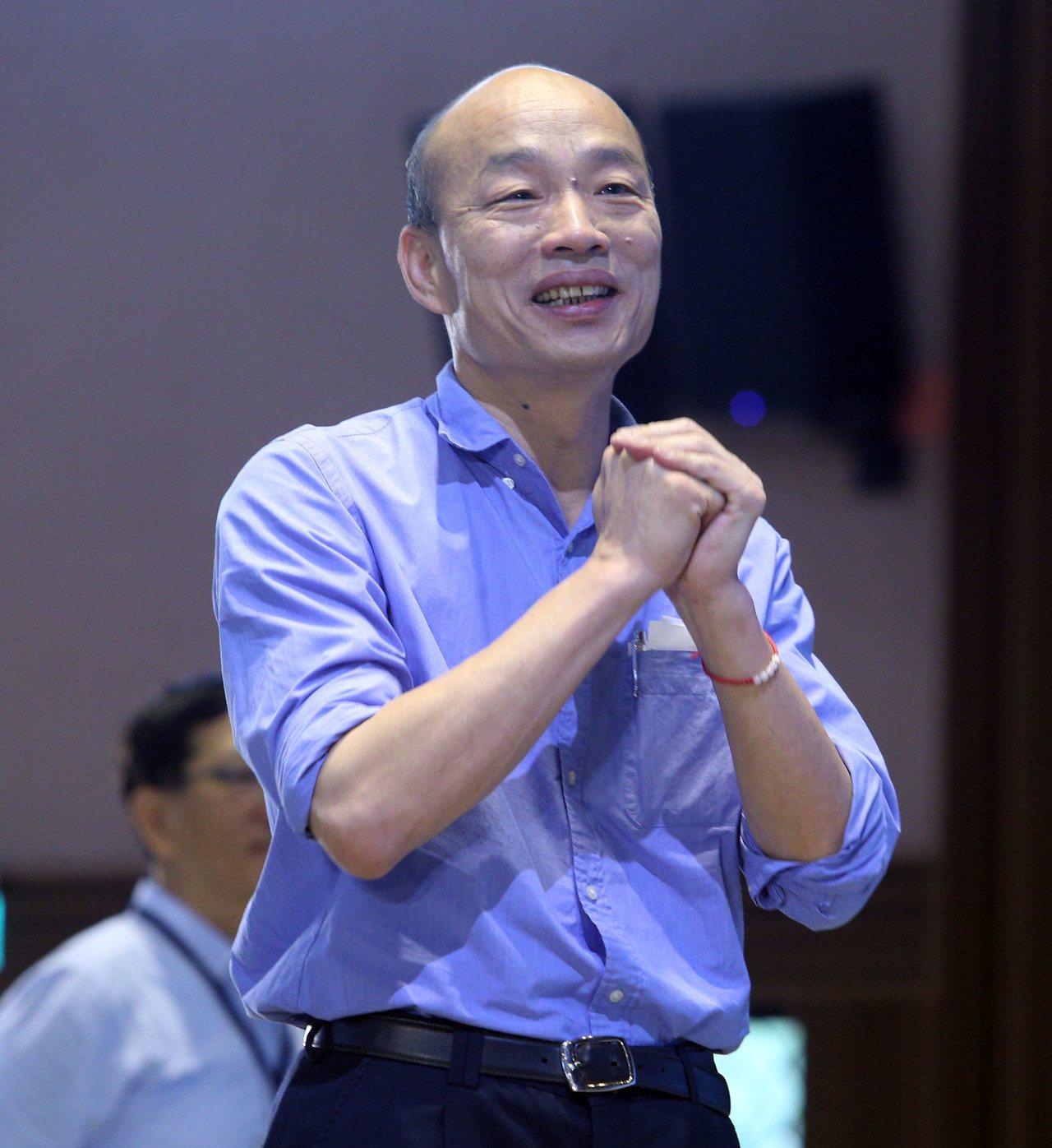 高雄市長韓國瑜上午到輔英科大參加全市校長聯席會議會後怒批,每分每秒都在黑,去年他...