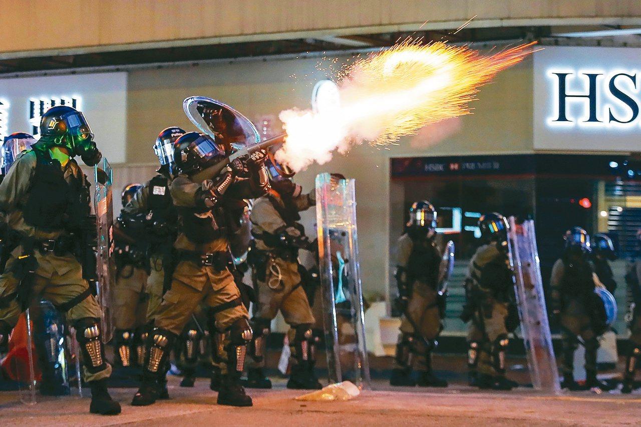 香港反送中越演越烈,中共對反送中抗爭的定性則是「恐怖主義苗頭」和「近乎恐怖主義行...
