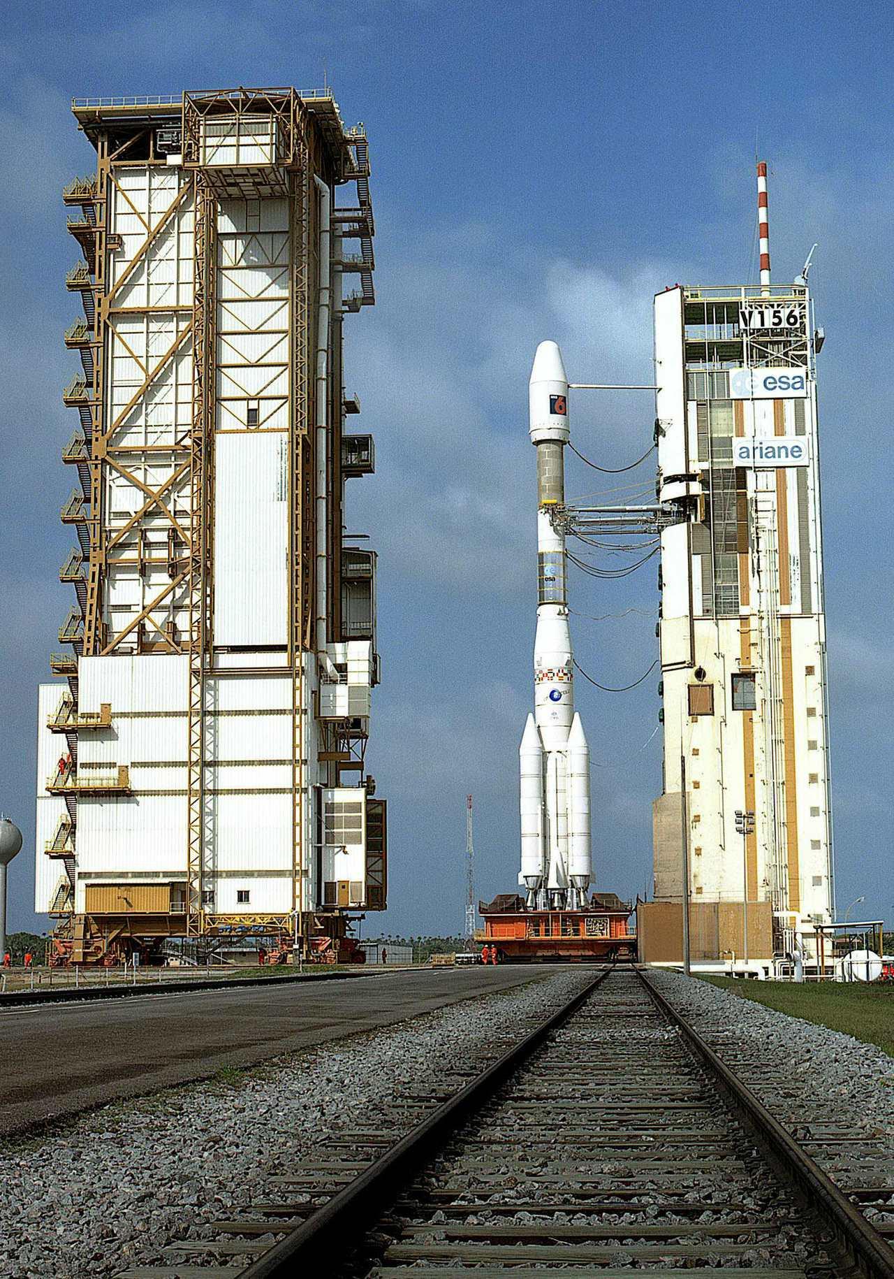 美國空軍表示,歐洲的亞利安火箭4號上月在太空軌道爆炸,圖為2002年該型火箭在法...