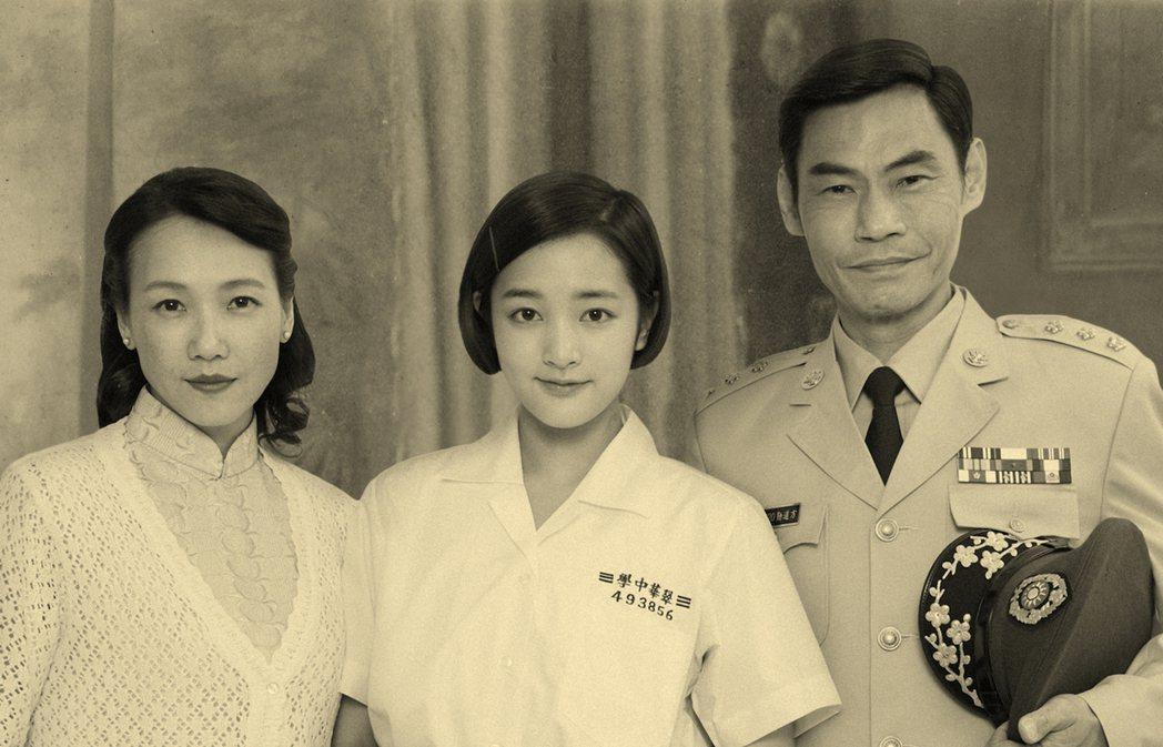劇中方芮欣由王淨(中)飾演,夏靖庭(右)、張本瑜飾演方爸方媽。圖/影一製作提供