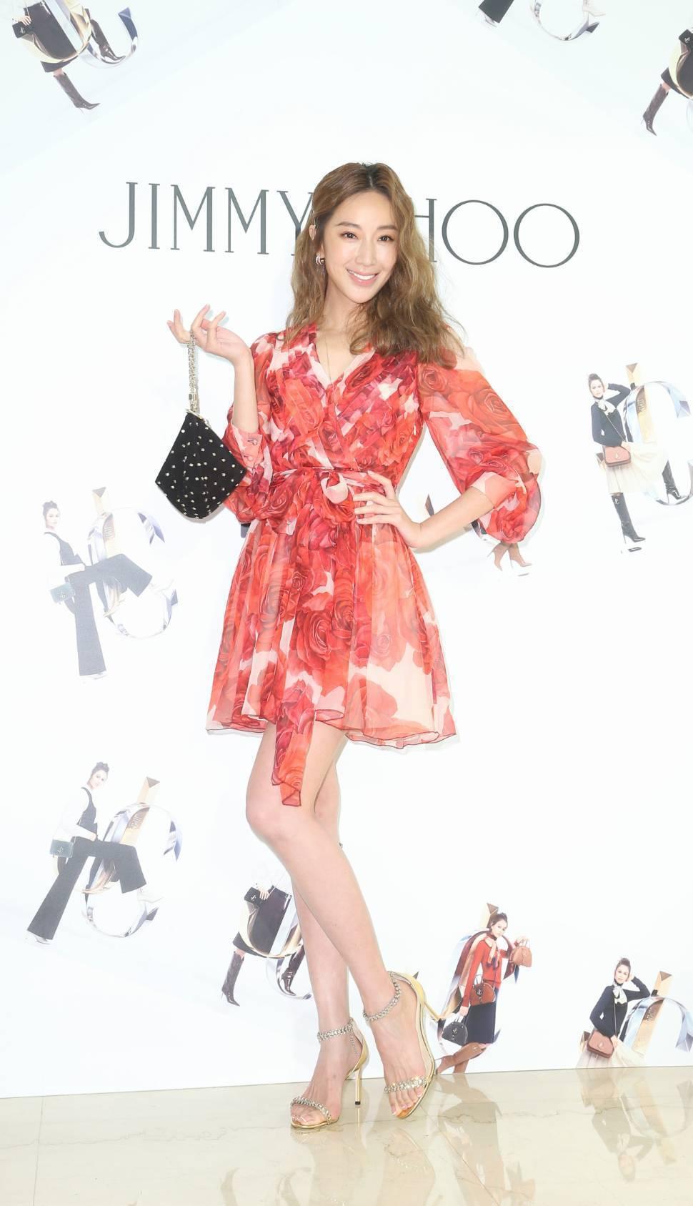 Jimmy Choo發表秋冬系列,請到隋棠示範最新鞋款。記者陳立凱/攝影