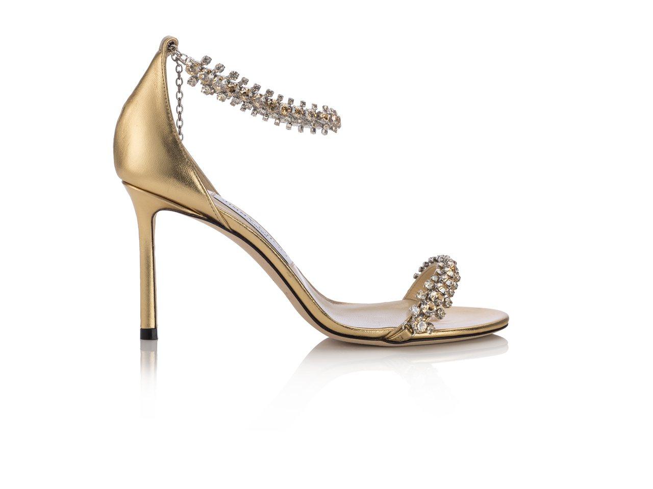 隋棠示範SHILOH繫帶高跟涼鞋,腳踝處的鍊帶還可以拆下來當作手鍊或腳鍊。54,...