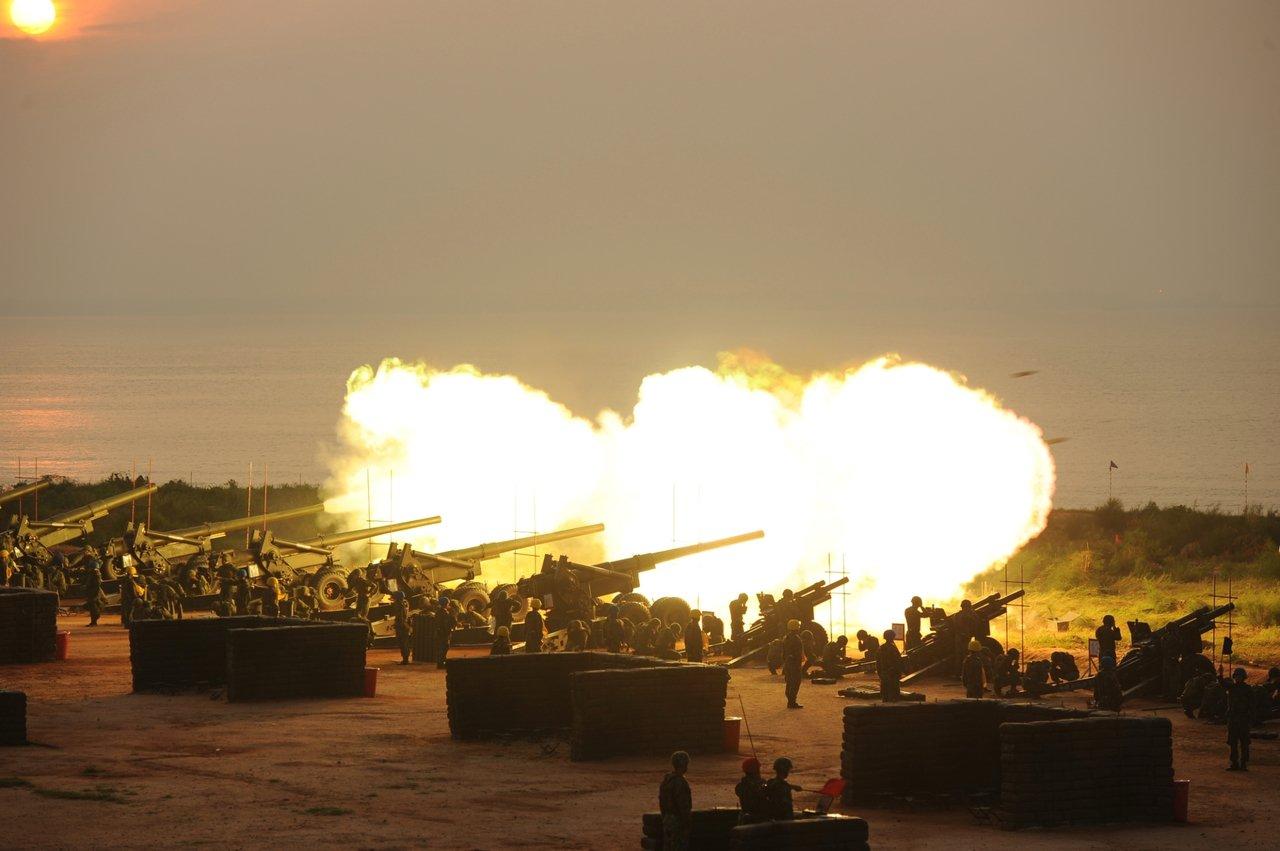 類似小古崗一營區的155加農砲,先前也曾在金防部火砲射擊演習中登場,讓人印象深刻...