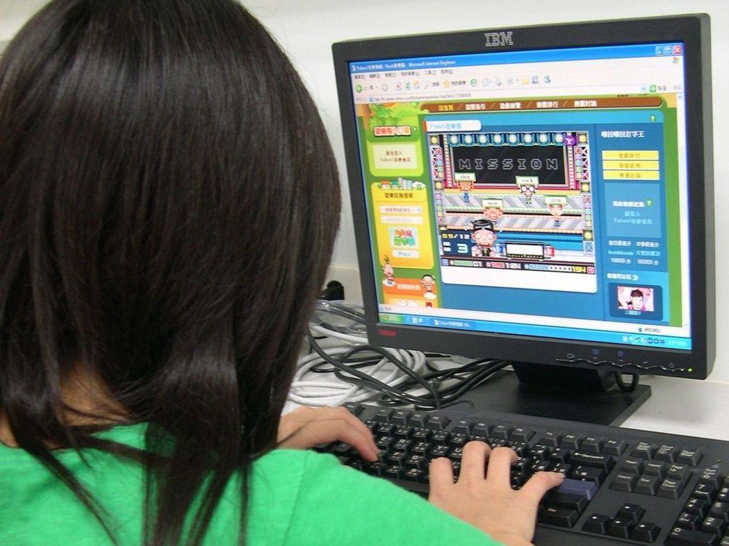 據國外最新研究指出,10歲時經常玩電玩遊戲的女孩,其社交能力到了12歲時比不常玩...