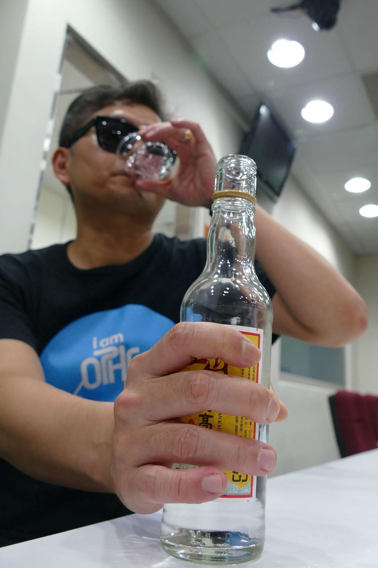 醫師陳逸群說明,有的人有酒癮不自知,往往要到不喝酒出現疲憊、失眠、手抖、記性變差...