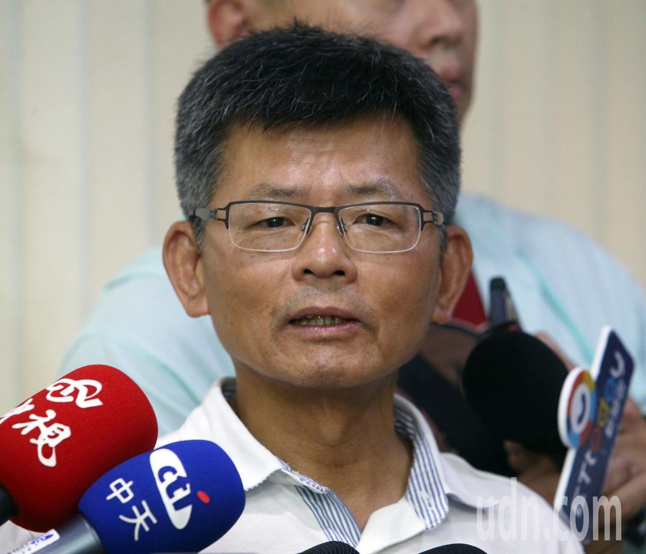 國民黨宣布開除楊秋興黨籍,楊秋興召開記者會宣布將主動退黨。記者劉學聖/攝影