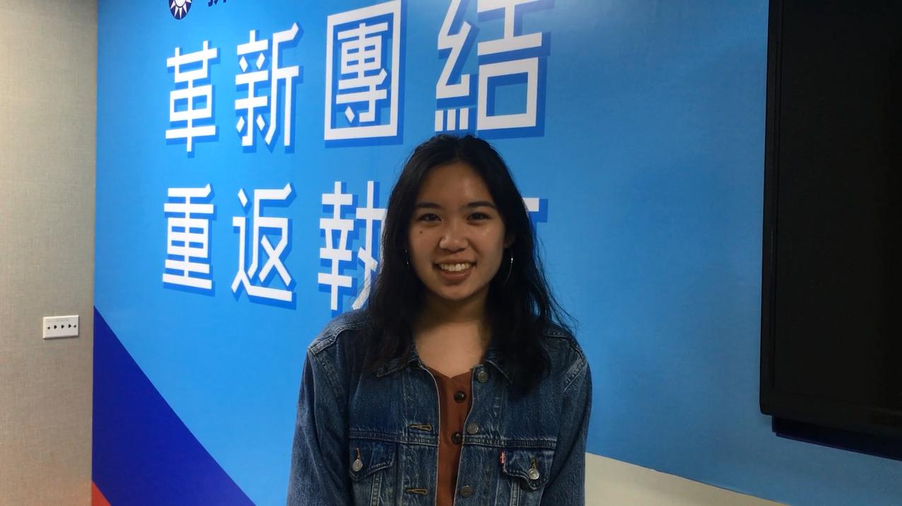 國民黨連續兩年接受來自美國南加大學生到中央黨部實習,今年是一位才19歲的華裔女學...