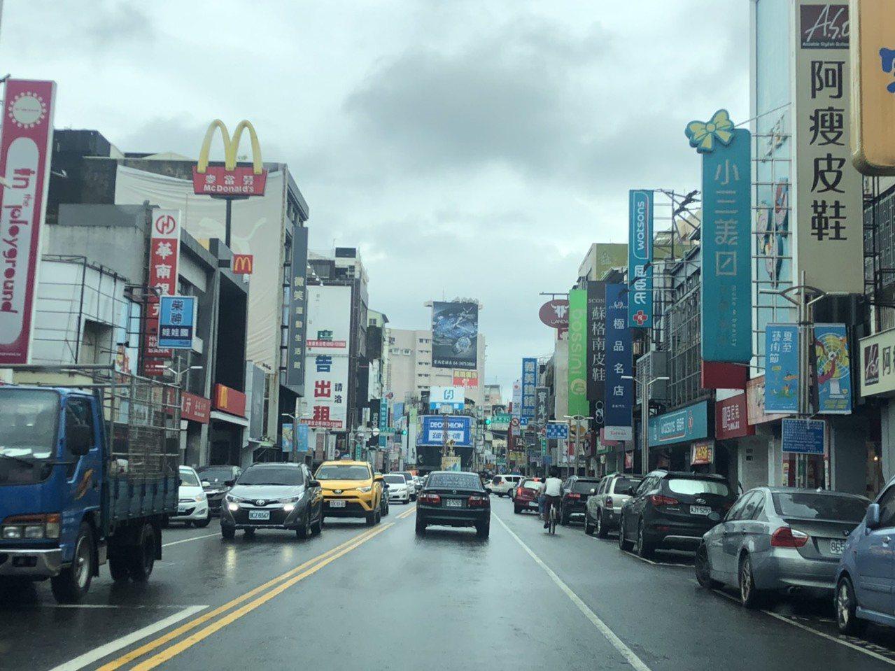 嘉義市車多擁擠,市府交通處已向中央申請前瞻計畫經費,闢建停車場。記者李承穎/攝影