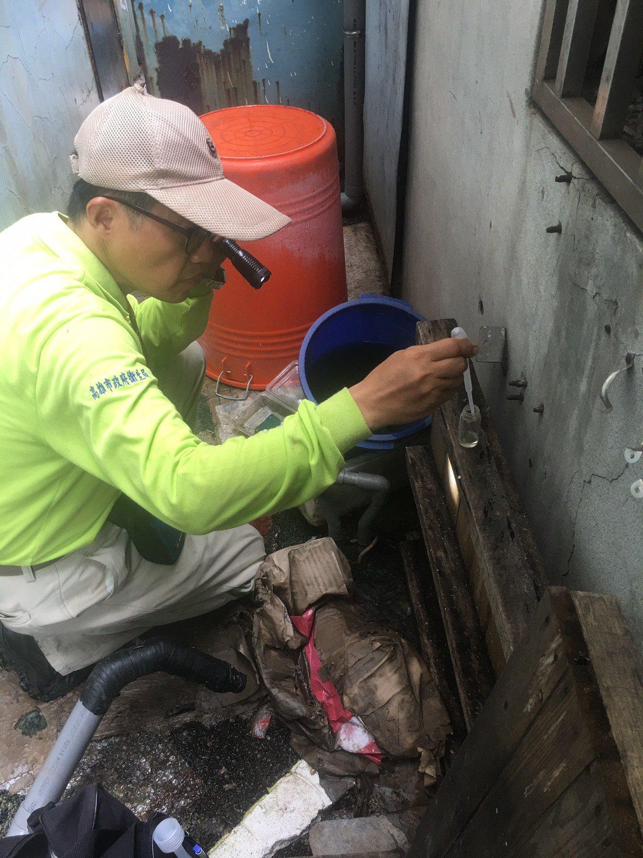 高雄新增第51例本土登革熱確診個案,並在其住家及工作地周邊發現多個積水容器已孳生...