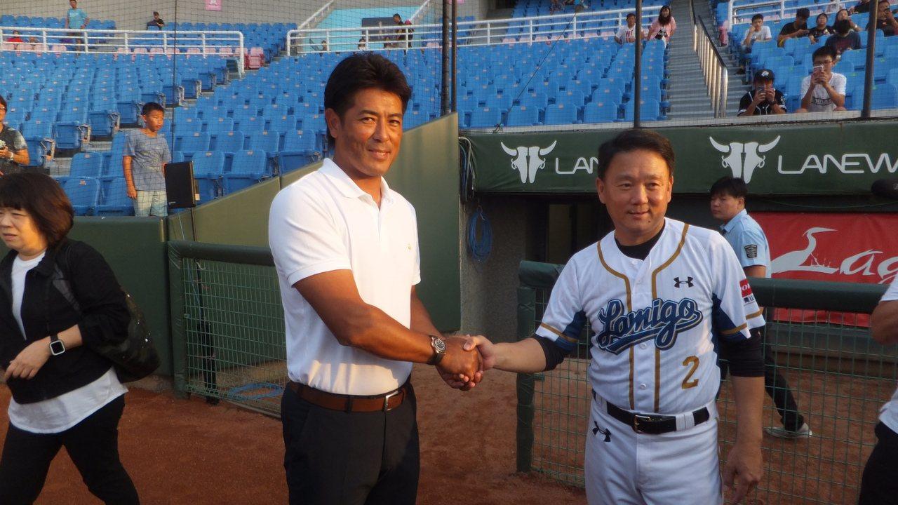 日本隊總教練稻葉篤紀(左)。記者藍宗標/攝影