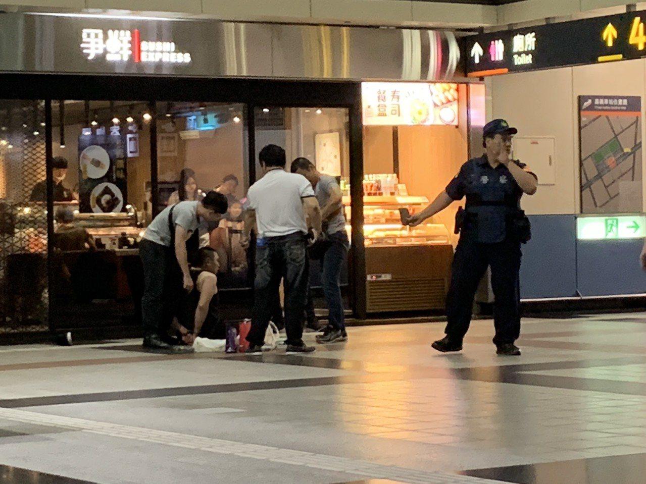 廖姓男子涉嫌持有安非他命,被台南市刑大員警逮捕。圖/讀者提供