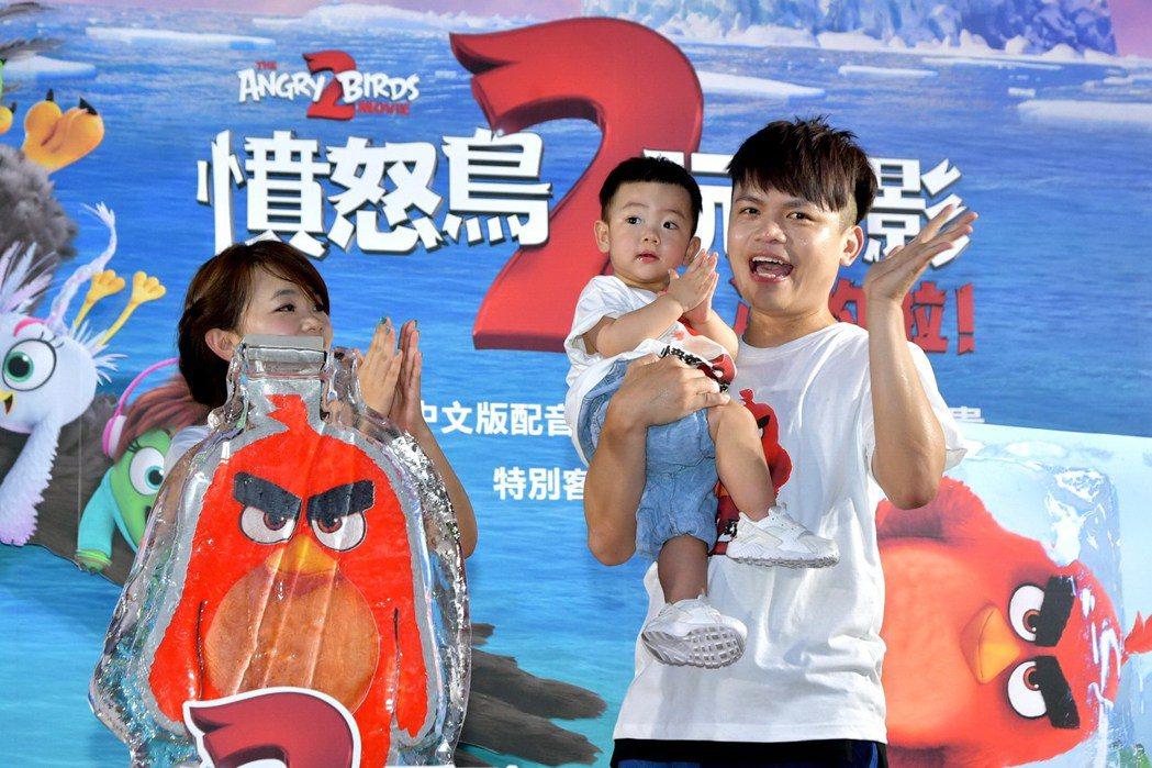 蔡阿嘎一家包括蔡桃貴都參與了「憤怒鳥玩電影2:冰的啦!」中文版配音。圖/索尼提供