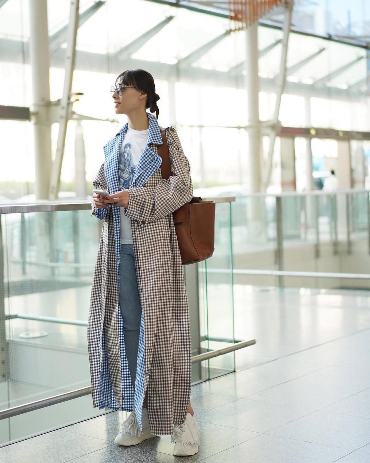 女星梁若施選穿Ports 1961的大衣與Lace42鞋款。圖/取自IG