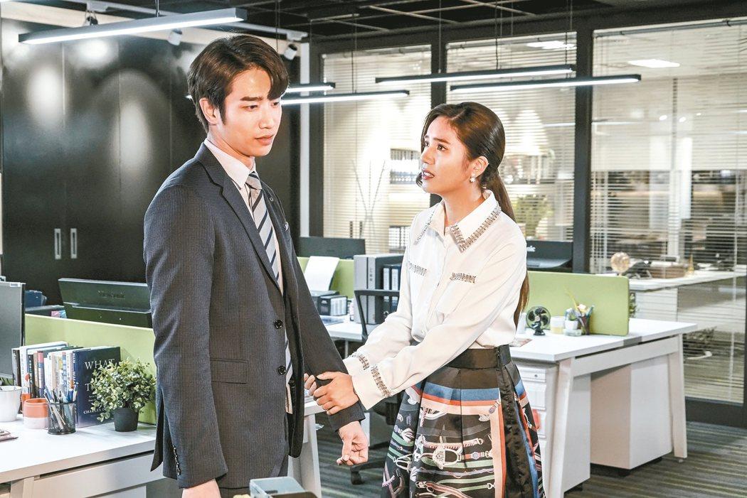 夏若妍(右)在「我們不能是朋友」中苦苦糾纏劉以豪。 圖/八大提供