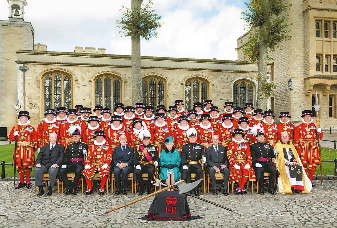 2014年10月16日,女王伊麗莎白二世陛下蒞臨鎖鏈聖彼得皇室禮拜堂復原完成啟用...