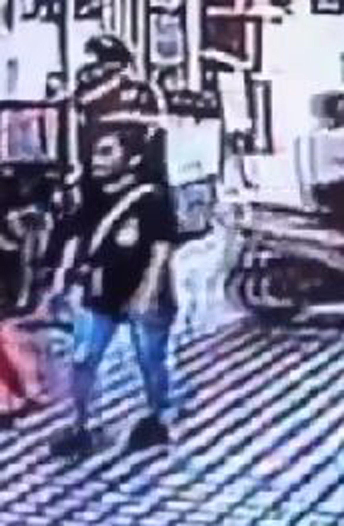 台北市1名男子8月2日下午騎機車尾隨1名騎單車的女子,伺機靠近伸手搶奪單車置物籃...