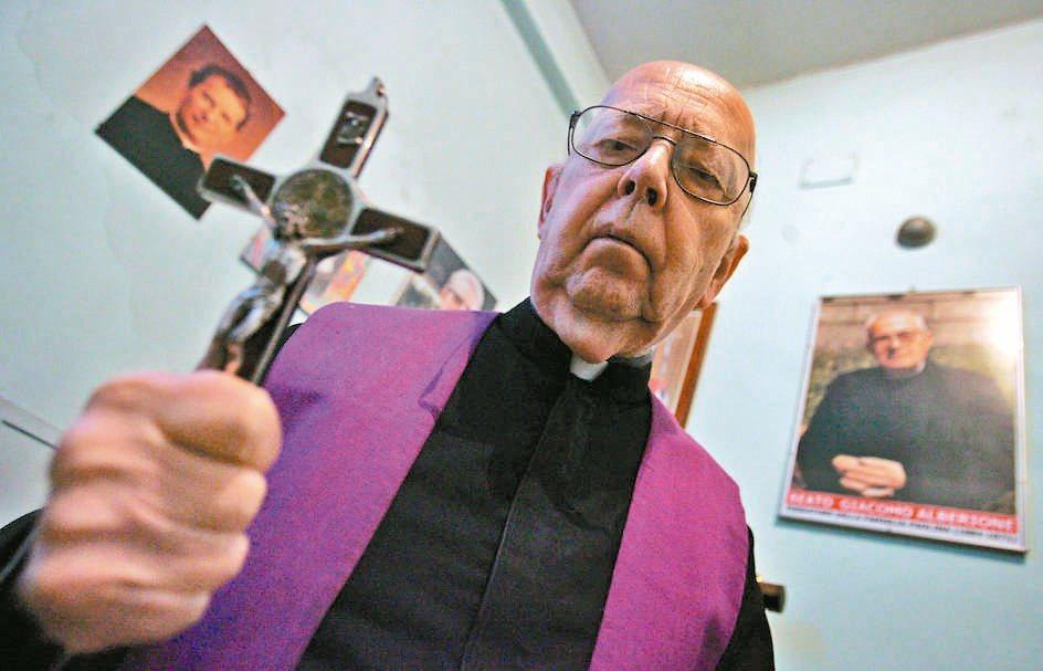 知名恐怖片「大法師」靈感來源、梵蒂岡首席驅魔師阿摩特神父2016年過世,享壽91...