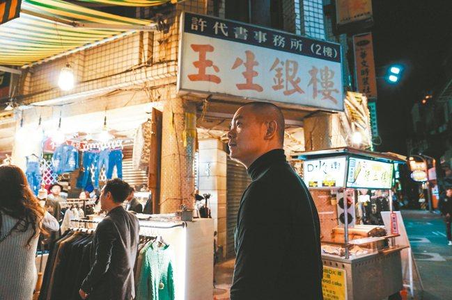 只要江振誠人在台灣,有時間就會去士林夜市走走。 摘自二魚文化《Liz 關鍵詞:美...