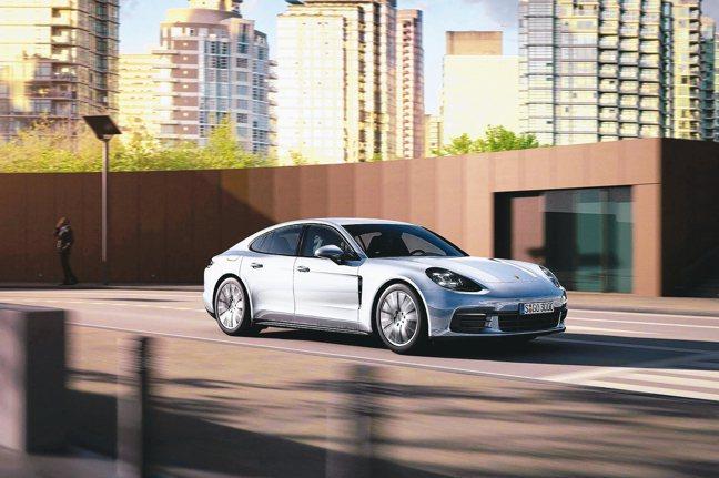 台灣保時捷限量推出「Porsche Panamera十年淬藏套件」。 圖/Por...