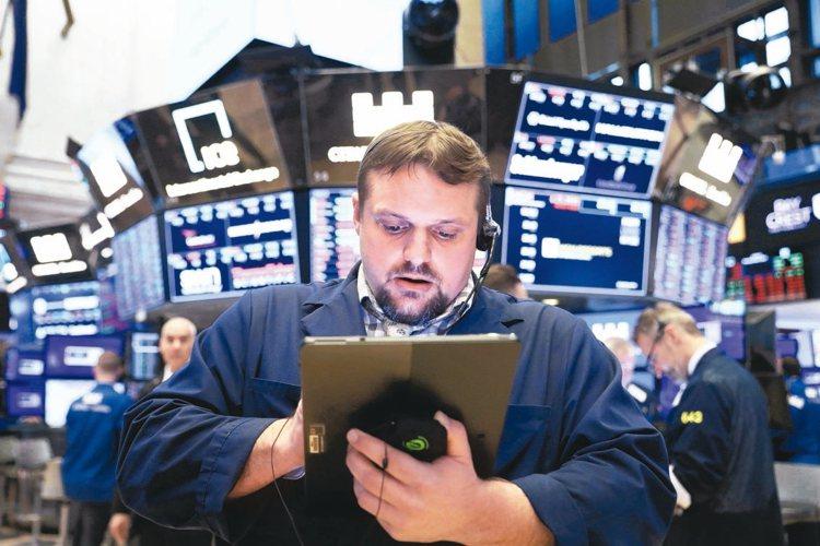 美中貿易摩擦持續增加,加上全球經濟前景烏雲密布,基金經理人對市場看法更加悲觀。 ...