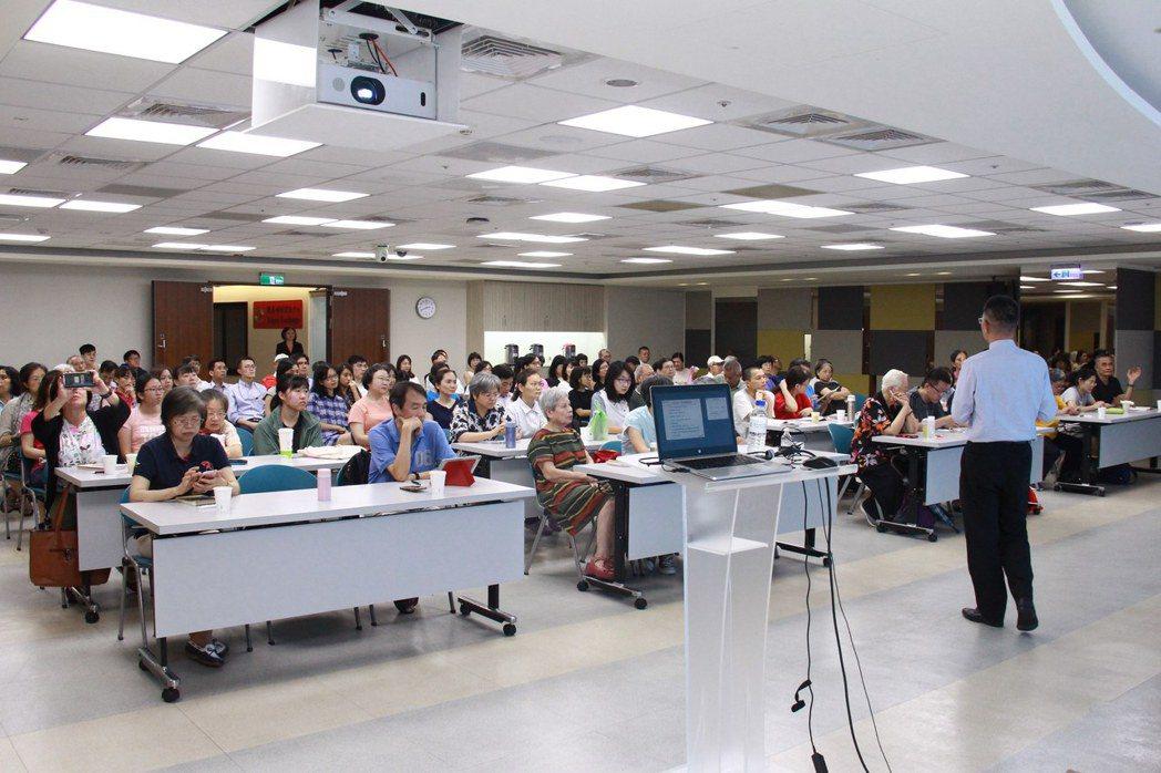 櫃買中心舉辦「聚焦指數化商品投資講座」,投資人反應熱烈、場場座無虛席。 櫃買/提...